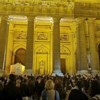 Χιλιάδες Ρωμαιοκαθολικοί διαμαρτύρονται για το κλείσιμο των Εκκλησιών στη Γαλλία
